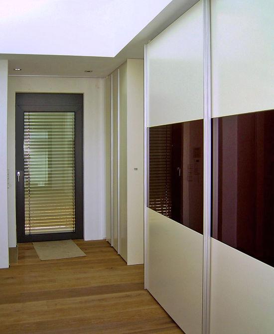 ankleide in einem flur innenarchitekt in m nchen. Black Bedroom Furniture Sets. Home Design Ideas