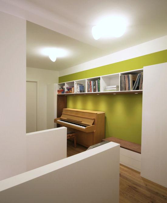 flur mit kleiner galerie innenarchitekt in m nchen. Black Bedroom Furniture Sets. Home Design Ideas