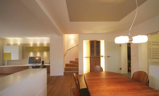 stahlbetontreppe mit massivholzbelag innenarchitekt in. Black Bedroom Furniture Sets. Home Design Ideas